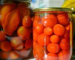 Помидоры, маринованные с семенами горчицы