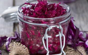 Краснокочанная капустка для ваших запасов — быстро, вкусно, красиво