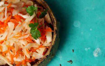 Не только вкусно, но и полезно: хрустящая, сочная, ароматная капустка на зиму в разных вариациях
