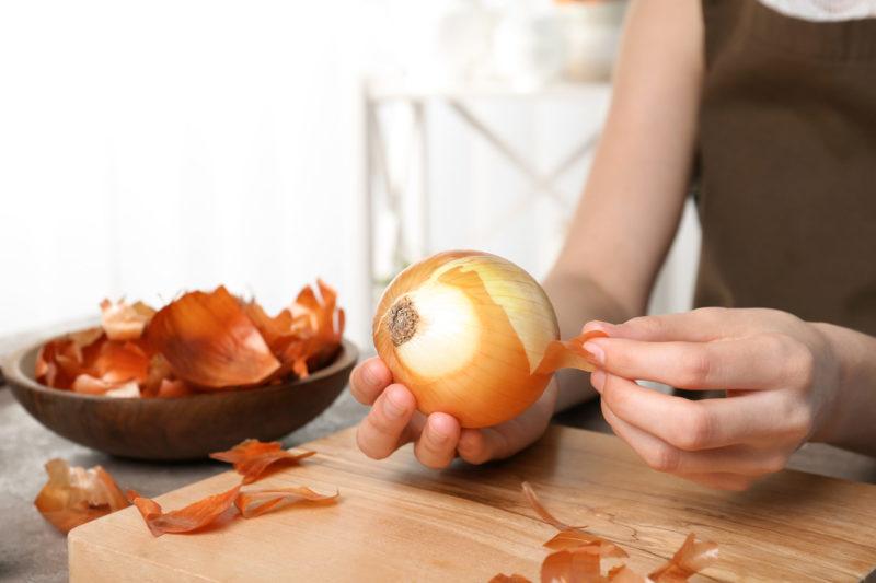 Что положить в лунку при посадке помидоров в теплице