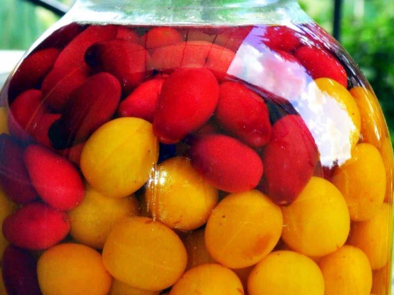 Вкусный и ароматный компот из алычи — домашние просят готовить его каждый год, и побольше