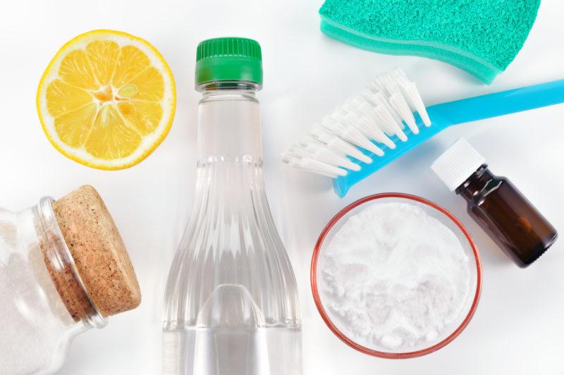 Емкость с узким горлом – как отмыть, не залезая внутрь руками?