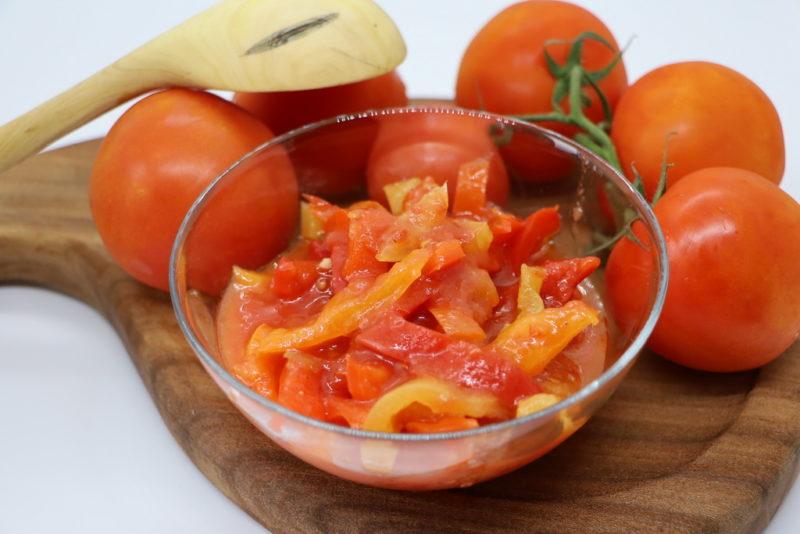 Готовим лечо «Пальчики оближешь»: потрясающий рецепт для поклонников овощных салатов