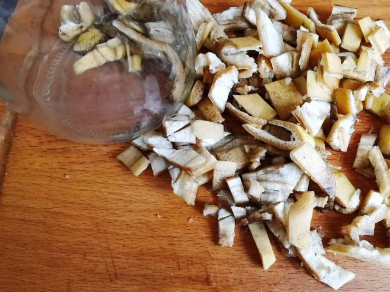 Использование кожуры бананов на дачном участке — 6 результативных способов