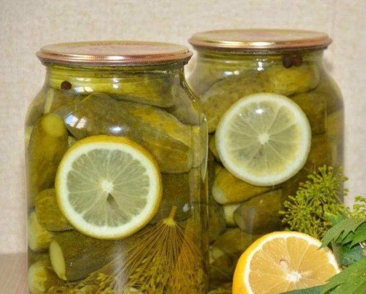 Хрустящие огурчики «с кислинкой» — предлагаем использовать лимон для любимой закуски и попробовать 2 новых рецепта